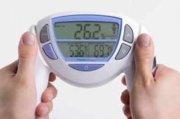 Aparat pentru monitorizarea grasimii si a apei din corp