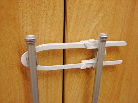 Siguranta pentru usi de dulapuri REER 7103